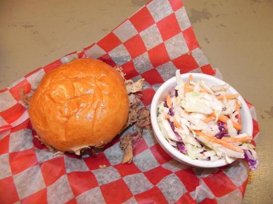Jess' Best Bar-B-Que: Pulled pork burger
