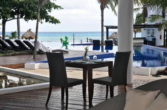 Le Reve Hotel & Spa: View from restaurant.