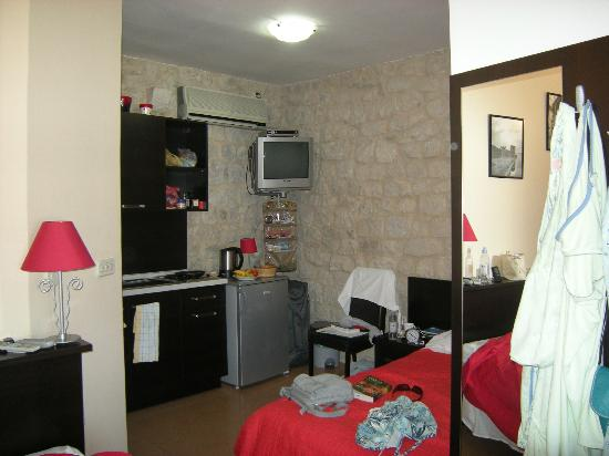 Apartments Riva: single bed and cooking area
