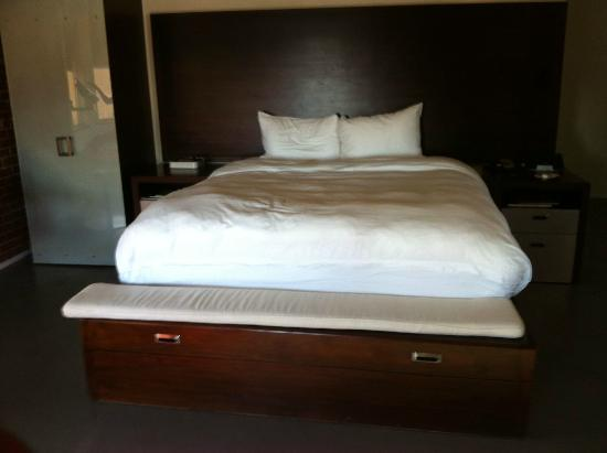 The Keating Hotel by Pininfarina: CA King bed