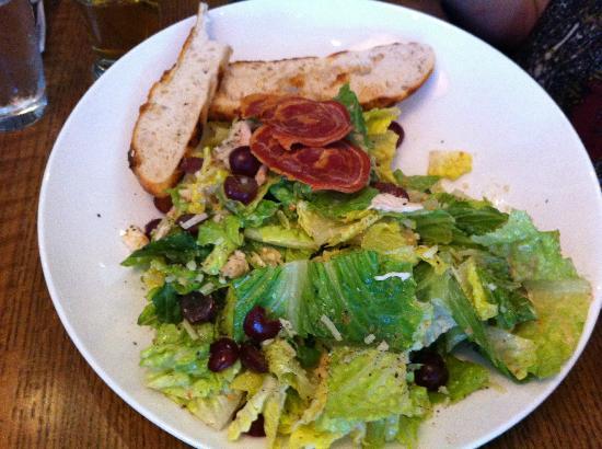 Cabana Grill: Chicken Ceasar was excellent!