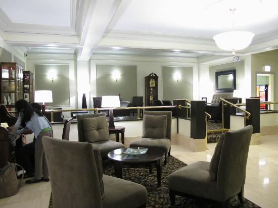 Hotel Versey - Days Inn Chicago: Fancy lobby