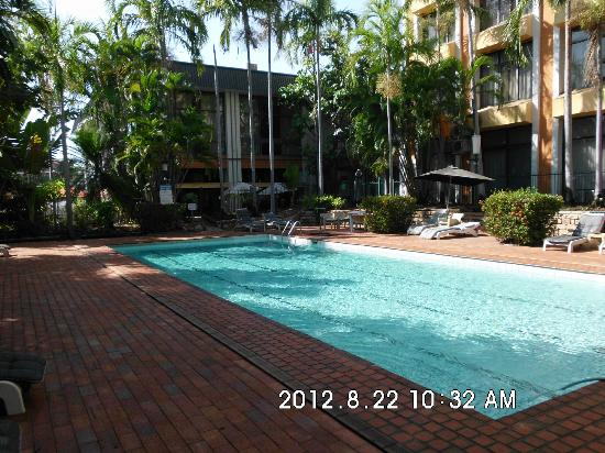 Frontier Hotel Darwin: Pool and surrounds