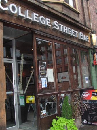 College Street Bar : The place