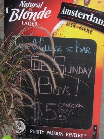 College Street Bar : Outside