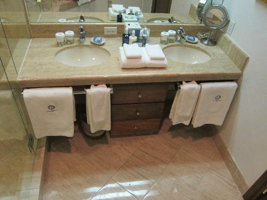Sonnenalp: Double sinks with plenty of counter space