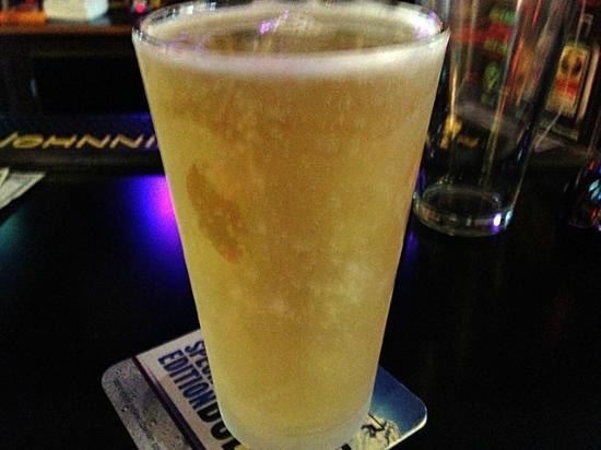 J'Ville Tavern: J'ville serves the coldest beer in Southern Oregon!