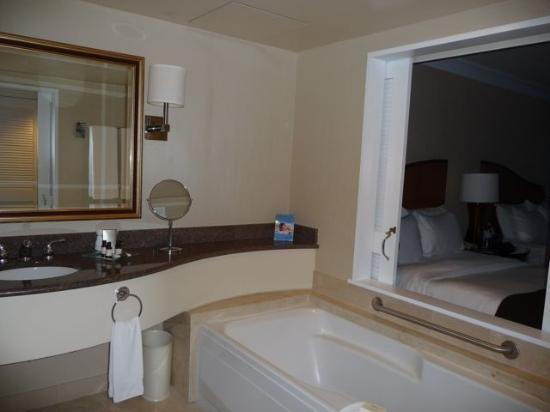 Fairmont Vancouver Airport: Room 1111 - Bathroom