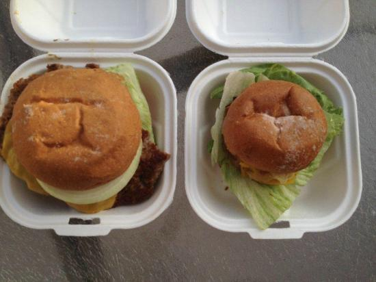 Burger Lounge : Regular vs Baby size burgers