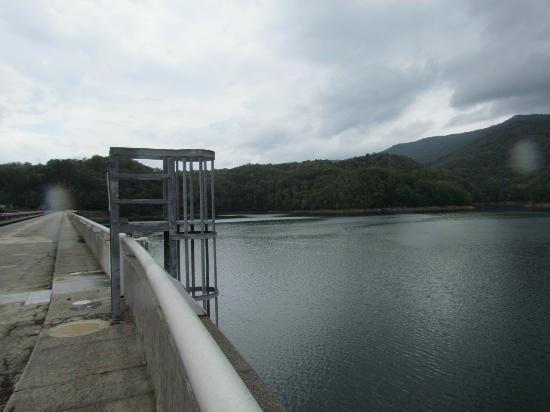 Fontana Marina: View on top of the dam