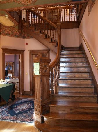 Lumber Baron Inn & Gardens: Staircase
