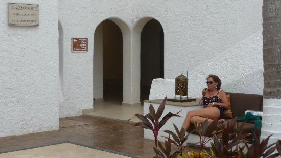 GR Caribe by Solaris: Relaxing in the courtyard