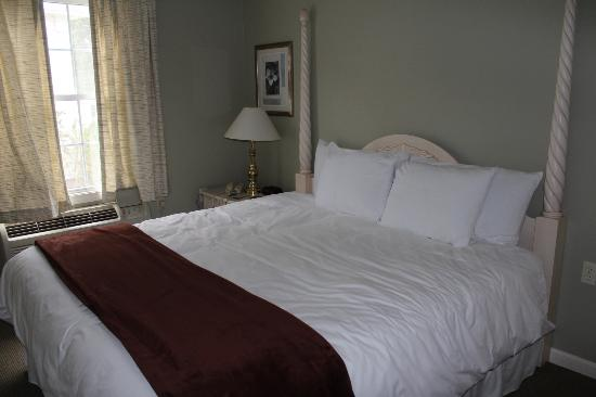 Sea Rose Suites: Room 406 - Sea Cliff House