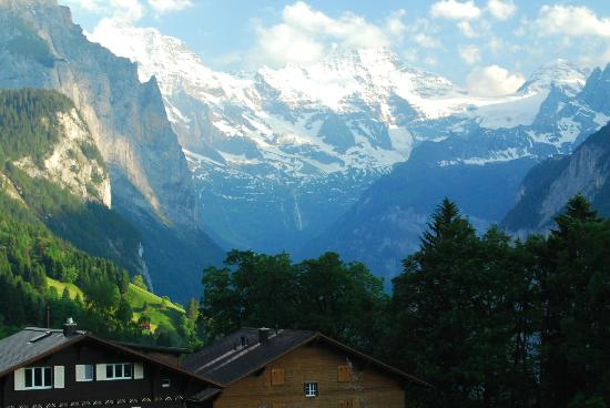 Hotel Edelweiss: View of valley from Wengen
