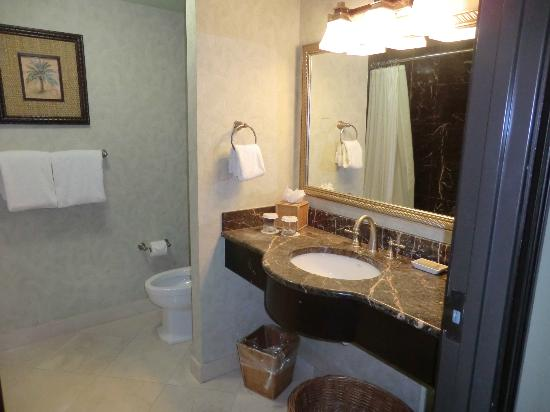 Hollywood Beach Marriott: Bathroom -Very nice!! ✯✯✯✯✯