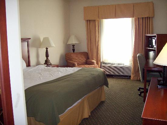 Quality Inn & Suites: Bed and Chair