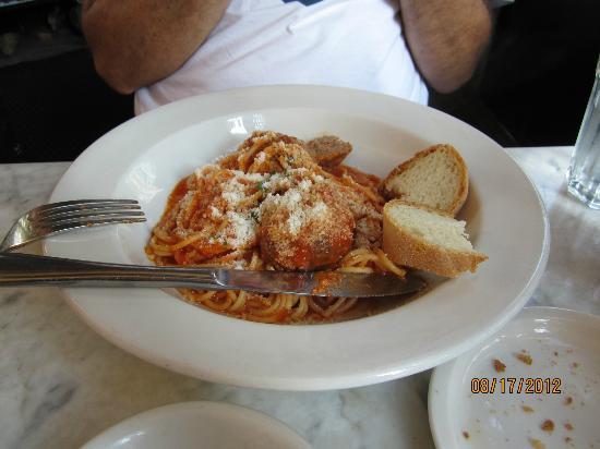 Caffe Macaroni Sciue Sciue : Spaghetti with homemade meatballs