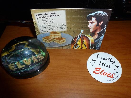 Fairfield Inn & Suites Memphis East/Galleria: The Elvis gifts