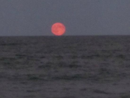 Nauset Inlet : the moon rise on 1 sep 2012, spectacular!!