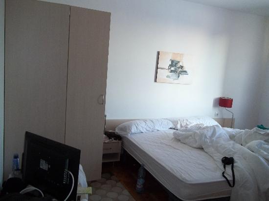 Gondola Apartments & Suites : b