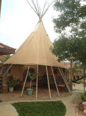 K3 Guest Ranch Bed & Breakfast : Sax in the Tipi