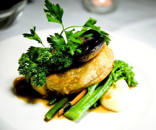 Harry's Restaurant and Redford Bar: Beef Wellington