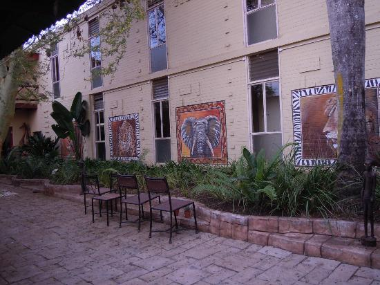 Protea Hotel Hluhluwe & Safaris: Inner courtyard