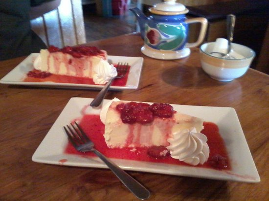 Settlers Saltwater Cafe: Yummy strawberry cheesecake