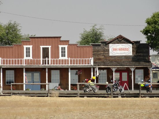 Old shops in Shaniko