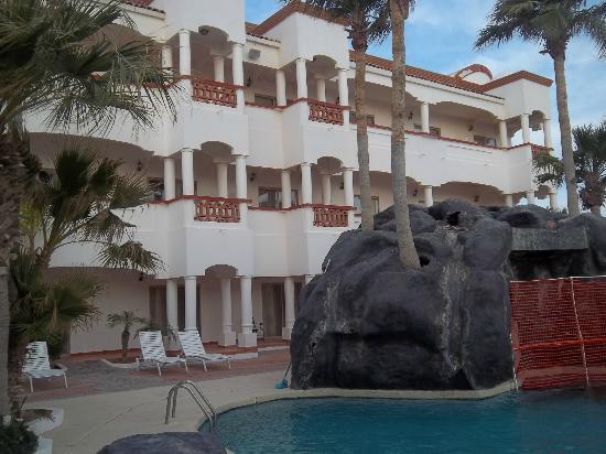 Best Western Laos Mar Hotel & Suites: vista de la alverca alos cuartos del hotel