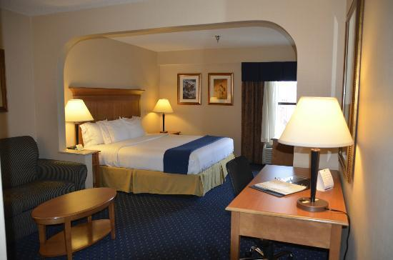 Holiday Inn Express Waynesboro - Rt. 340 : Super spacious room!