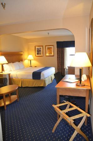 Holiday Inn Express Waynesboro - Rt. 340 : Spacious, comfortable, super clean room