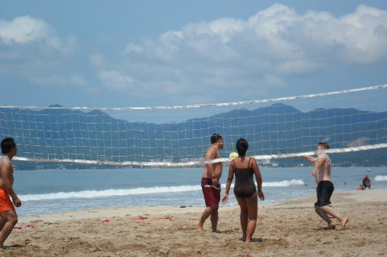 Hotel Riu Vallarta: Volleyball court