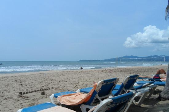 Hotel Riu Vallarta: The beach