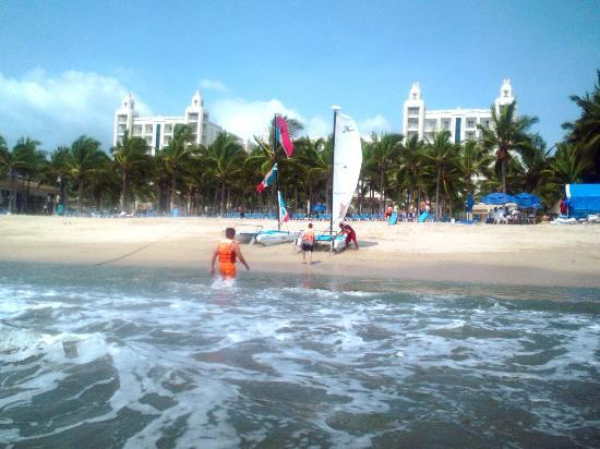 Hotel Riu Vallarta: Sailing away in the catamaran