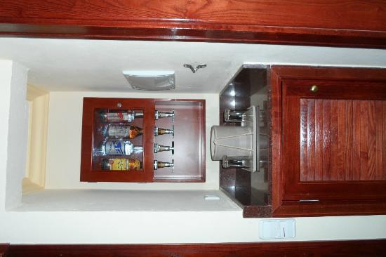 Hotel Riu Vallarta: Mini-bar in the room