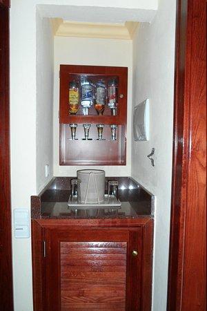 Hotel Riu Vallarta: Mini-bar in the room