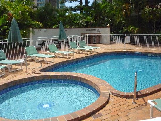 Copacabana Apartments Gold Coast: Sunny outdoor pool