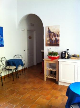 Domus Quiritum B&B: salle commune où il est possible de se faire un café...