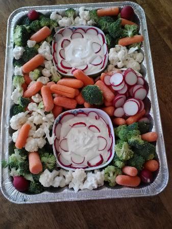 5th Street Market and Deli: veggie platter