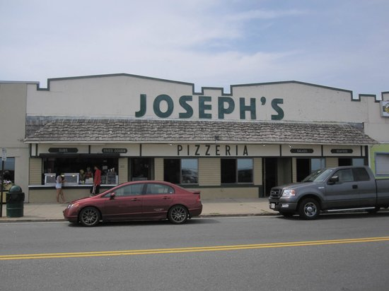 Joseph's Pizza: Street view of the restaurant