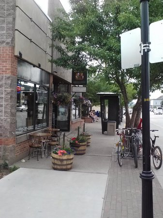 5th Street Market and Deli: front