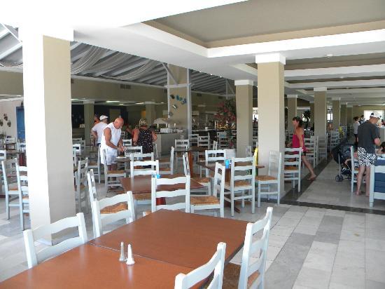 Kipriotis Village Resort: resto grec/salle a manger matin et midi