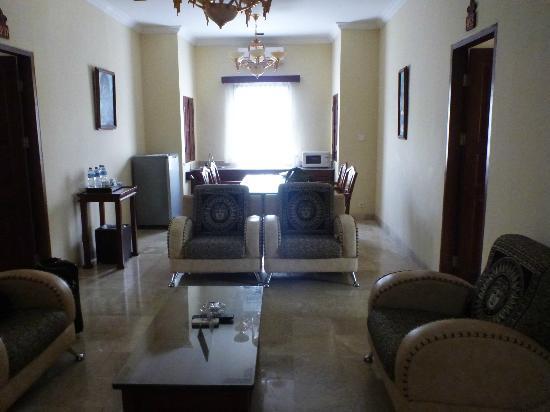 Hotel Kumala Pantai: lounge area