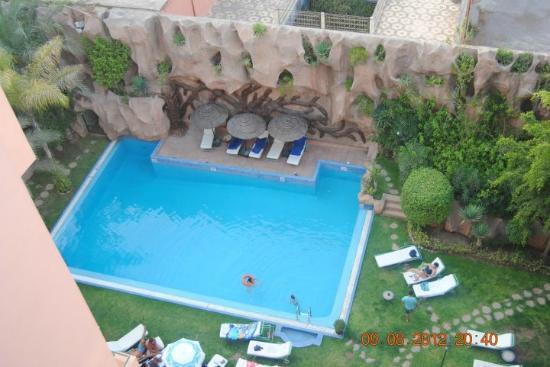 Imperial Holiday Hotel: Vistas de la piscina, desde la terraza-bar del ático del hotel