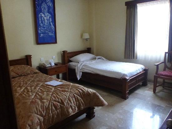 Hotel Kumala Pantai: twin room