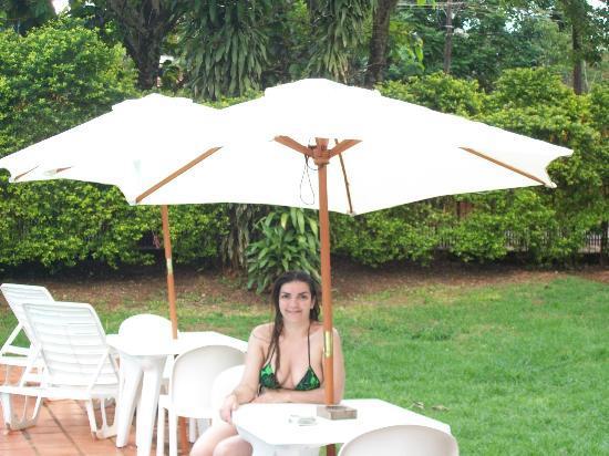 Residencial Uno: parque del hostel