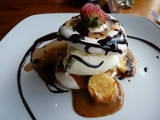 Letterfinlay Lodge Hotel: mmmm beautiful Meringue and banana dessert