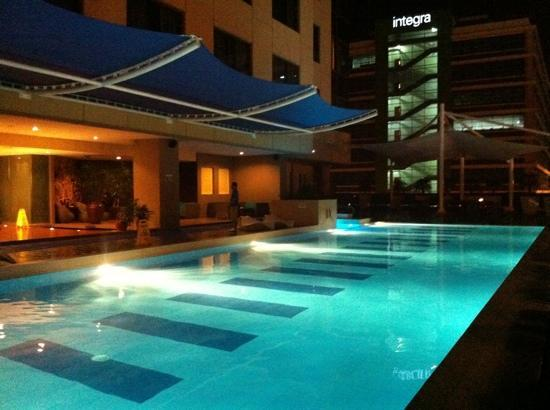 The Bellevue Manila: tower wing poolside