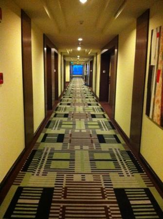 The Bellevue Manila: hallway